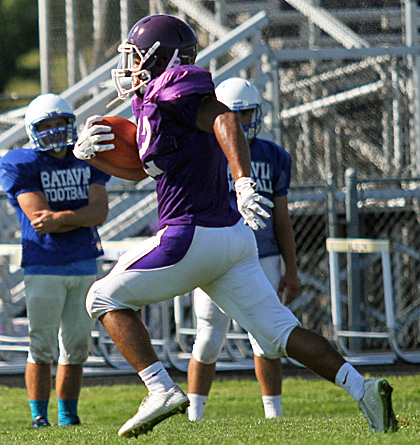 082716_CW_Football scrimmage 2