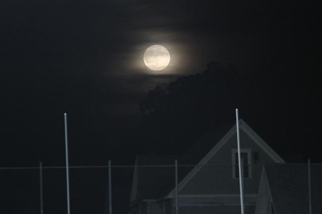 091616_cw_moon