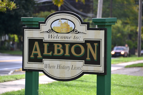100516_albionsign