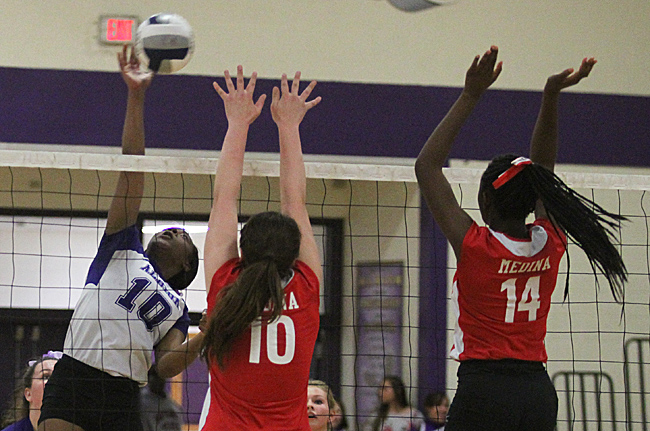 101416_cw_volleyball-1