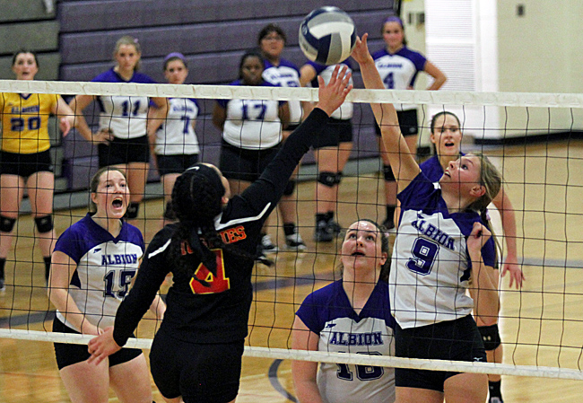 102816_cw_volleyball-3