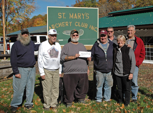 112016_archersclub-donation