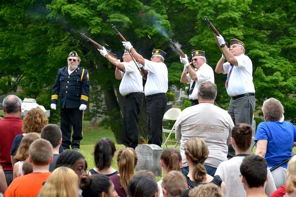 The Honor Guard concluded a program on May 26 at Mount Albion Cemetery when a new plaque was dedicated for Civil War veterans.